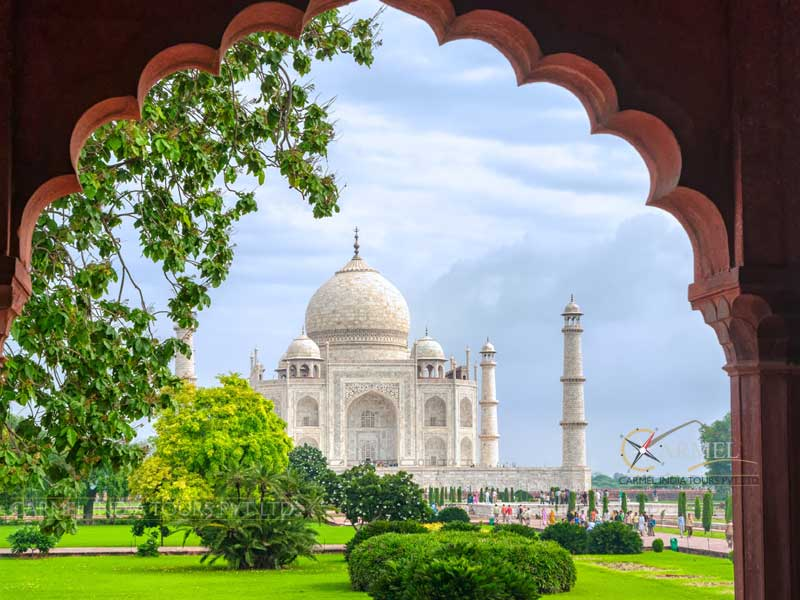 Visit taj mahal, India Golden Triangle Tour