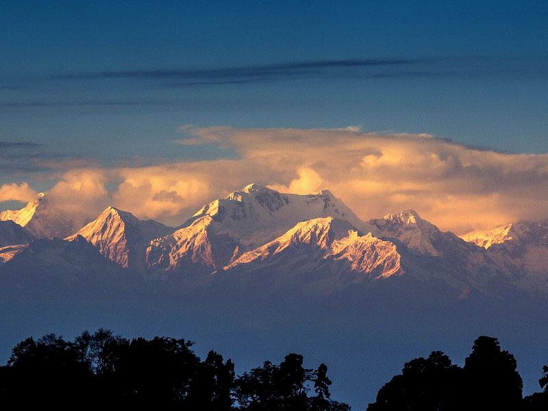 Tour to Tiger Hills to view sunrise over Kanchenjunga Peak