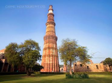 Qutub Minar - places to visit in New Delhi,