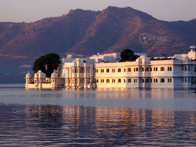Udaipur Luxury Train Tour lake Palace